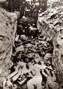 Расстрел евреев — узников гетто в деревне Ленин.