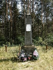 Памятник на месте расстрела евреев.