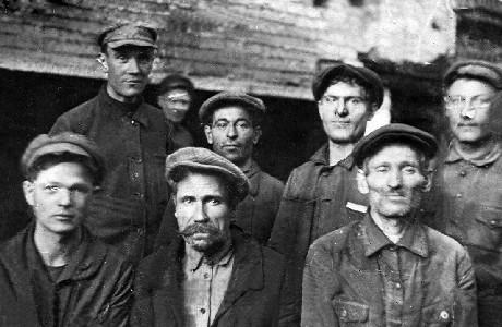 Рабочие станкостроительного завода им. Кирова.