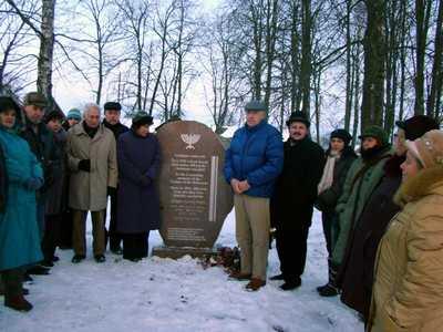 памятный знак жертвам Холокоста в деревне Богушевичи.