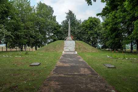 Братская могила мирных жителей Греска.
