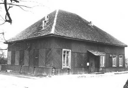 Здание бывшей синагоги в Крупках.
