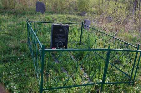 Последняя могила на еврейском кладбище Куренца.