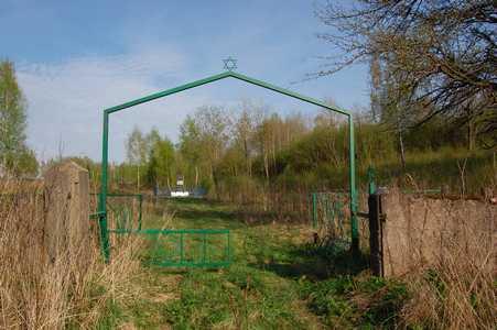 Ворота еврейского кладбища Куренца.