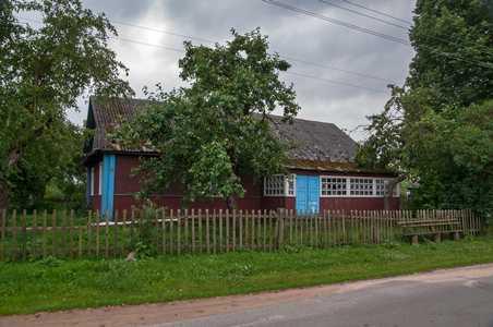 За этим домом на ул Копыльской находилась синагога и еврейское кладбище.
