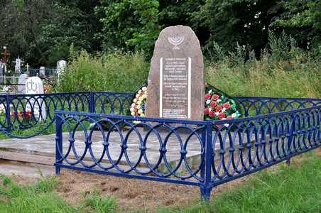 Ленино. Памятник на месте перезахоронения.