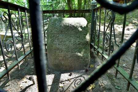 Мацейва с еврейского кладбища на памятном кургане.
