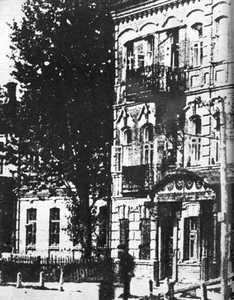 Дом №1 на углу Еврейской и Ново-Московской.
