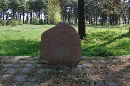 Раков. Памятник погибшим на еврейском кладбище.