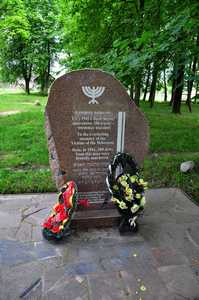 Памятник в память расстрелянных евреев Богушевич и Селибы в месте, называемом Фридова поляна.