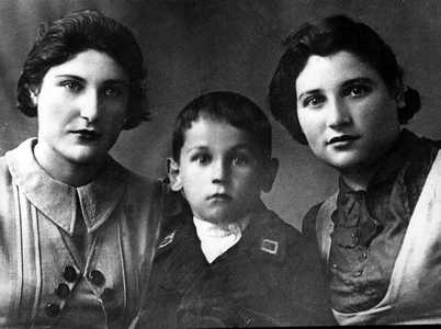 Fima Galper and his elder sisters, Fanya and Zina, natives of Seliba.