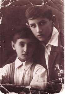 Рома и Сема Эйдельманы.