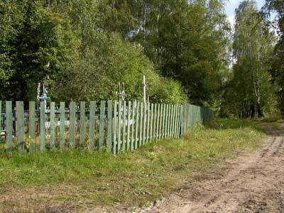 Предполагаемое место первого расстрела мужчин-евреев местечка Бацевичи на православном кладбище Бацевич.