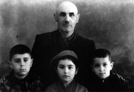 Меер Зелигер с семьей.
