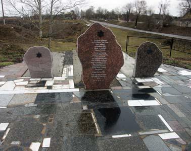 Памятник на месте расстрела.