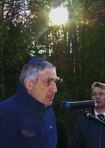 Michael Lazarus, at memorial opening in Maslovichi. 23.10.2006.