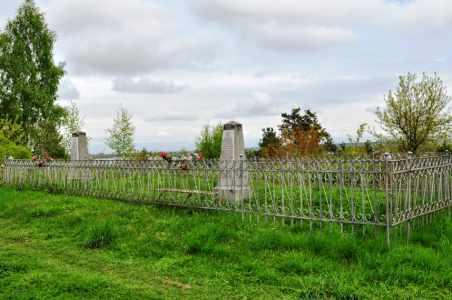 Место перезахоронения части расстрелянных евреев на еврейском кладбище.