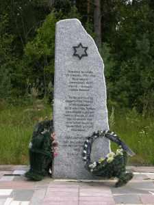 Памятник на месте расстрела возле деревни Воронино.