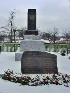 Памятник погибшим студентам в д.Благовичи.