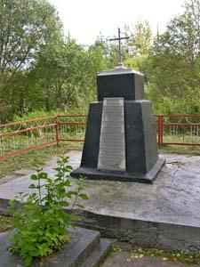 Памятник на месте расстрела евреев Черикова.
