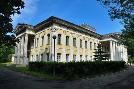Несколько евреев было расстреляно в парке возле южной стены Жиличского дворца.