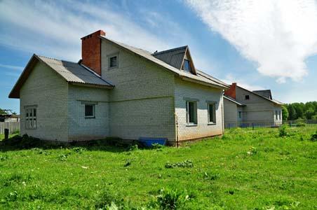 На этом месте стояло здание старого спиртзавода, где жили пригнанные в Жиличи евреи.