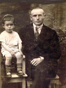 Папа с моим братом Гиликом. 1927 г.