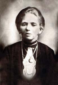 Бабушка Сара.