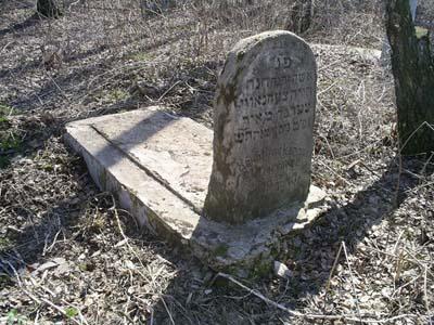 Могила Ханы Цехновичер на еврейском кладбище в Горках.