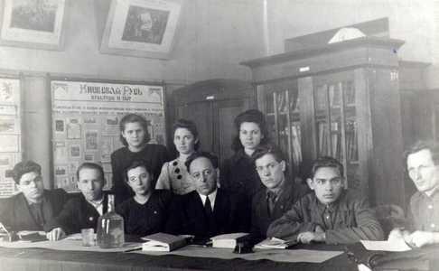 И.М. Разгон у главного корпуса ТГУ.