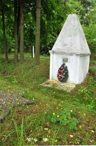 Место расстрела евреев Хотимска 4 сентября 1942 г. рядом со льнозаводом.