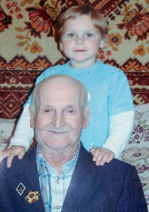 Mikhail Yakovlevich Kaznelson with his great granddaughter.