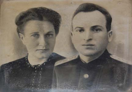 Mikhail Kaznelson with his wife Anna Ivanovna Karpenok.