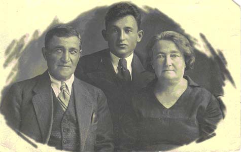 Photo of grandfather with wife Elizaveta, both murdered in Klimovichi, and younger son Getz, killed at the battlefront.
