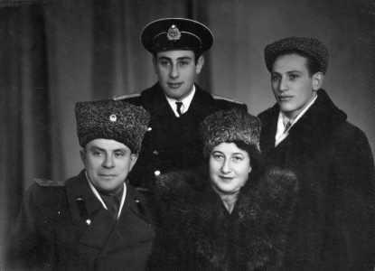 Lev Grechanikov with family.