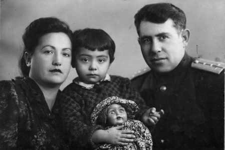 Pavel Grechanikov with family.