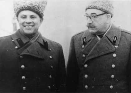 Lev Grechanikov and marshal P. Rotmistrov.