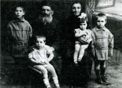 Лейба Иосифович Гуревич c cемьей.