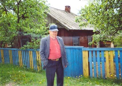 В.А. Касперский у родного дома.