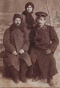 Иосиф Крейндель с сыном Абрамом и старшей дочерью Ханой.