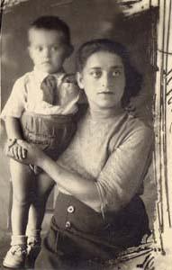 Я с мамой. Саратов, 1943 г.